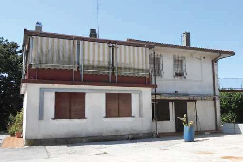 #9021 Abitazione con officina e laboratorio