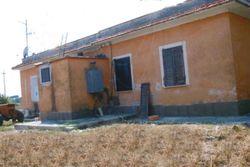 Abitazione con fabbricati e terreni agricoli