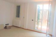 Immagine n0 - Apartamento de tres habitaciones en el primer piso con garaje - sub 123 - Asta 9220