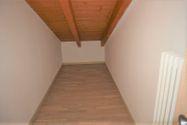 Immagine n8 - Appartamento duplex con autorimessa e cantina - sub 150 - Asta 9229