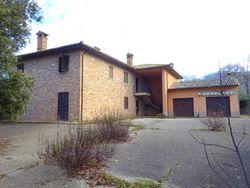 Villetta con due garage e corte esclusiva