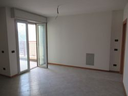 Three room apartment with   garages and cellar - Lote 9303 (Subasta 9303)