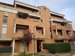 Tre autorimesse in complesso residenziale - Lotto 9349 (Asta 9349)