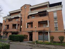 Tre autorimesse ed un posto auto in complesso residenziale - Lotto 9350 (Asta 9350)