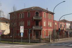 Abitazione e appartamento con pertinenze