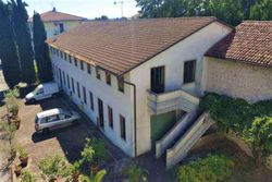 Multifunctional building with apartments - Lote 9455 (Subasta 9455)