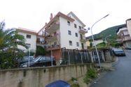 Immagine n0 - 1/2 parte del apartamento con garaje - Asta 9471