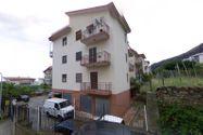 Immagine n2 - 1/2 parte del apartamento con garaje - Asta 9471