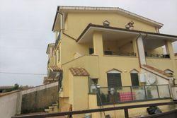 Appartamento duplex con cortile in villetta