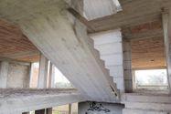 Immagine n1 - Terreno con complesso residenziale grezzo - Asta 9510