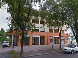 Negozio con portico e area esterna - Lotto 953 (Asta 953)