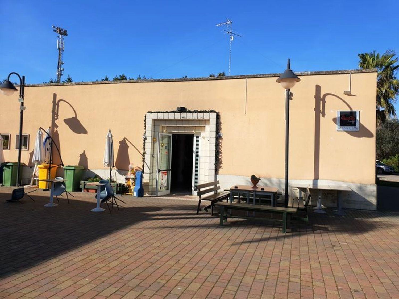 #9711 Due locali commerciali in villaggio polifunzionale