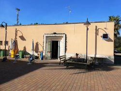 Due locali commerciali in villaggio polifunzionale
