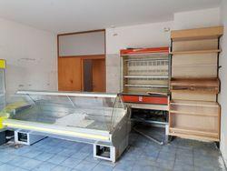 Locale commerciale in villaggio polifunzionale (sub 303) - Lotto 9720 (Asta 9720)