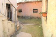 Immagine n1 - Abitazione con annessi e corte di pertinenza - Asta 9776