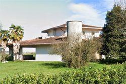 Villino con giardino e terreno agricolo - Lotto 9878 (Asta 9878)