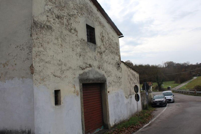 #9908 Fabbricato adibito a deposito con terreni di pertinenza in vendita - foto 2