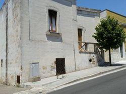 Complesso edilizio con abitazioni e garage - Lotto 991 (Asta 991)