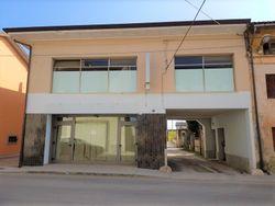 Locale commerciale duplex con deposito