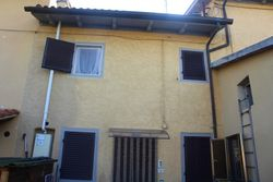 Abitazione su tre piani con corte e posto auto - Lotto 9936 (Asta 9936)